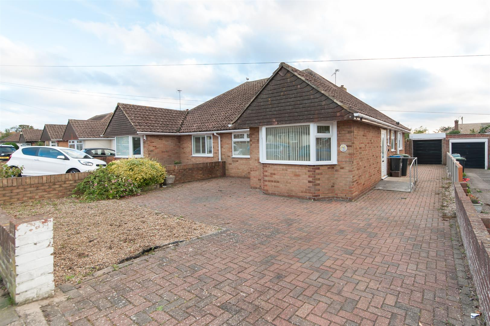 2 Bedrooms Semi Detached Bungalow for sale in Kent Gardens, Birchington